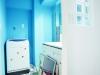 洗面室。壁のガラスブロックは施主のこだわり。シンプルで使いやすい洗面台をセレクト。