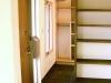 玄関+収納スペース。LDからの明るい光が入り込む開放的なつくり。季節ものの洋服から生活雑貨、書籍のほとんどを収納できる大容量の収納エリア。