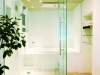 レインシャワーや壁のくぼみのソープ置きスペースなど、細かいこだわりが随所に。