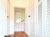 小スペースの玄関。収納下スペースは、空間を広く見せる効果も。