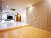 ダイニングの床はテラコッタ、壁面は外からよく見える場所なので陰影が楽しめるタイル貼りに仕上げた。
