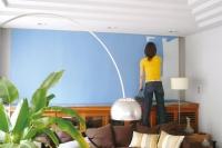 事例1:例えば服を着替えるように、壁だって簡単に着替えることができるのがウォールペイントの一番の魅力。一度塗り方を覚えさえすれば、そのときの気分次第でどんどん塗り重ねしていくこともできる。