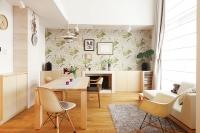 事例3 ホワイトアッシュの造作家具とライムストーンで彩られたN邸。壁一面だけ英国製の壁紙をアクセントクロスに。