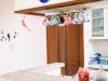 モザイクタイル貼りのキッチンカウンター。「Remoさんにすべてお任せ」とK扉もオーダーで製作。