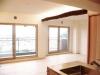 キッチンの引き戸を開放できる設計にすることで、ベランダから玄関へ爽やかな風が通り抜ける。
