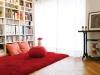 書棚は洋書やCDのサイズに合わせリズムよく棚板を設定。