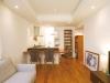 LD。壁は白の珪藻土左官仕上げ。床材は赤みのあるチークの無垢を使用。