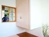 こだわりの和室は着物の着脱や客間として使用。ふとんを敷けるよう押入れ下部にスペースを設けた。 設計:倉田 充(ATELIER71)