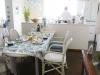 既存の壁付きキッチンを反転させアイランド型に。料理上手のご主人のステージとなった。