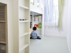 2人の子供部屋。造作した家具は、上部に2人分のベットスペースを縦に確保し、下部は収納スペースに。