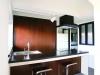 築20年のマンションリフォーム。欧米のユーズド家具が好きな施主夫婦に、ヴィンテージモダンテイストのインテリアを提案。徹底的に塗装にこだわり、床はグレー、キッチンや洗面カウンター・室内ドアは黒にデザイン塗装。ホテルライクな空間に。