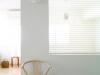 収納と採光をメインにマンションの内装をリフォーム。キッチンとベットルームを仕切るため開口のある内壁を製作。開口部分には目隠しと明かり採りのために、透け感のあるシルエットシェードを取り付け、光と風を採り込めるデザインに。