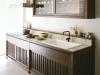 和をイメージしたオークのキッチン。扉はすべて格子をデザインした引き戸仕様。重厚感のある家具のような雰囲気に仕上げている。