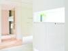 住宅の第一印象となる玄関。十分な収納とディスプレイが可能。白で清潔感ある空間に。
